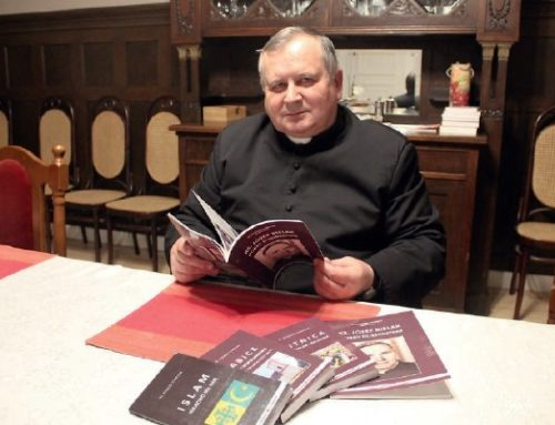 """""""Pisanie to przyjemność"""" wywiad z ks. Ryszardem Tomczakiem."""